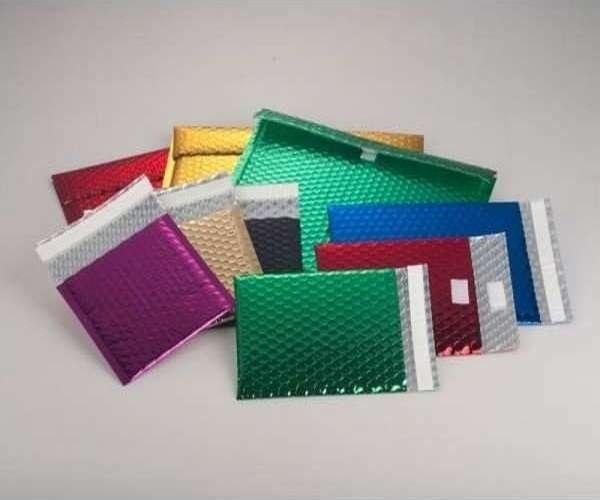 envelope personalizado com adesivos plásticos