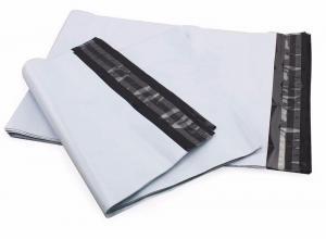 envelope plástico com fita adesiva