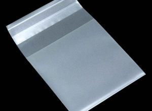 envelope plástico com fita autoadesivada