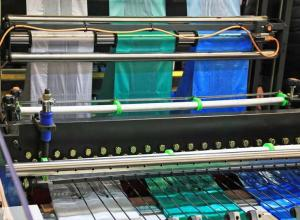 máquina de fabricar embalagens plásticas