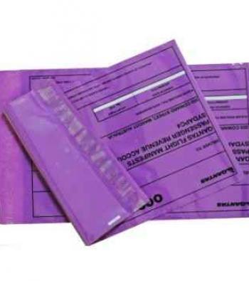 envelope com adesivo em plástico dos correios