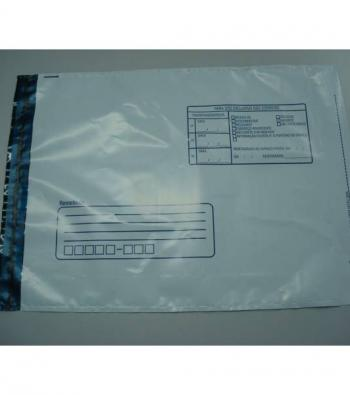 envelope em plástico para o correio